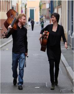 Isabel Eichenlaub und Johannes Alisch musizieren in der Martinskirche in Leinsweiler (Foto: © Karl Atteln)